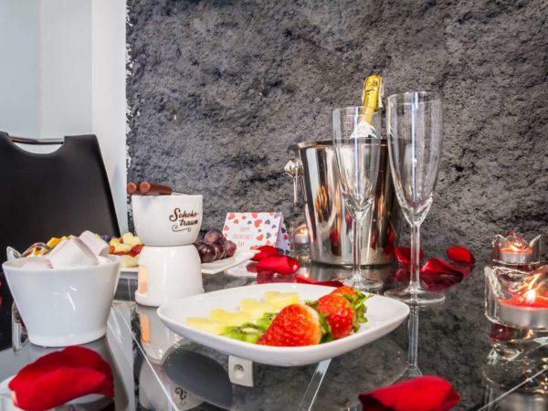 truskawki szampan kraków apartamenty